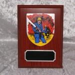 Træplakette med metal plade og fast stander  110 x 150 mm  Dkr 200,00