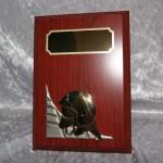 Træplakette med metal hjelm relief og stander  110 x 150 mm  Dkr 200,00