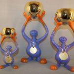 SJOV NR 12. Champion Figur Plast/Metal. Højde : 240 / 370 / 440 mm. Dkr : 175,00 / 250,00 / 325,00