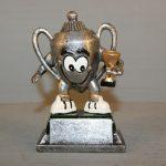 SJOV NR 21. Happy Trophy. Resin. Højde : 115 mm. Dkr : 55,00